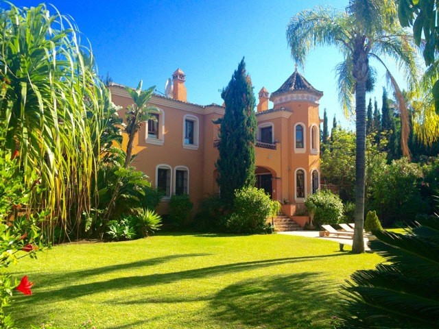 Palatial Style Villa In Atalaya de Rio Verde Reduced from 6.800.000€ to 3.200.000€ For Quick Sale