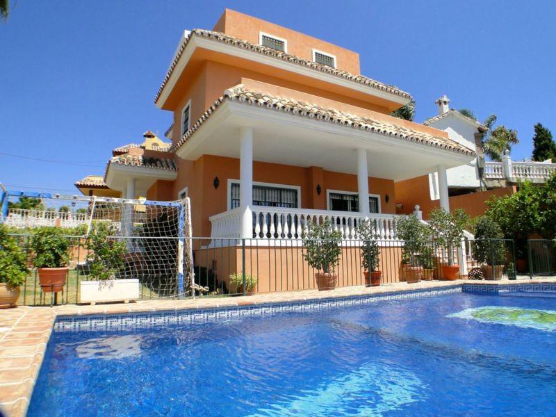 Comfortable Family Villa in Nueva Andalucia Now 747.000 €