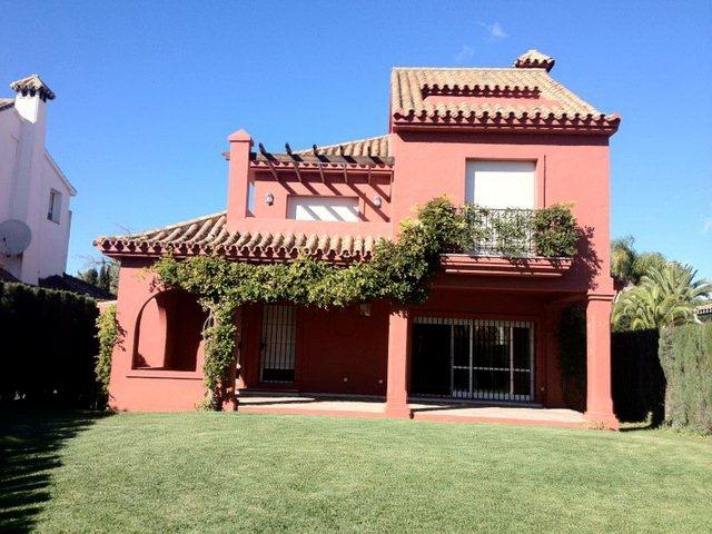 Lovely Villa in Double Gated Community Absolute Bargain at 720.000€