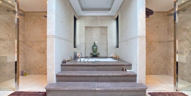30_master_bathroom