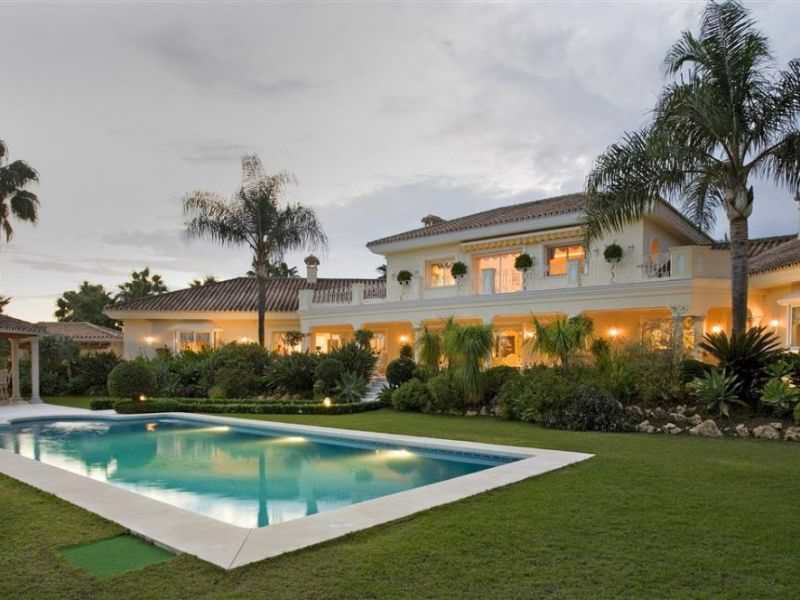 Elegant Mansion in Heart of Nueva Andalucia WAS 4.800.000€ NOW 4.500.000€