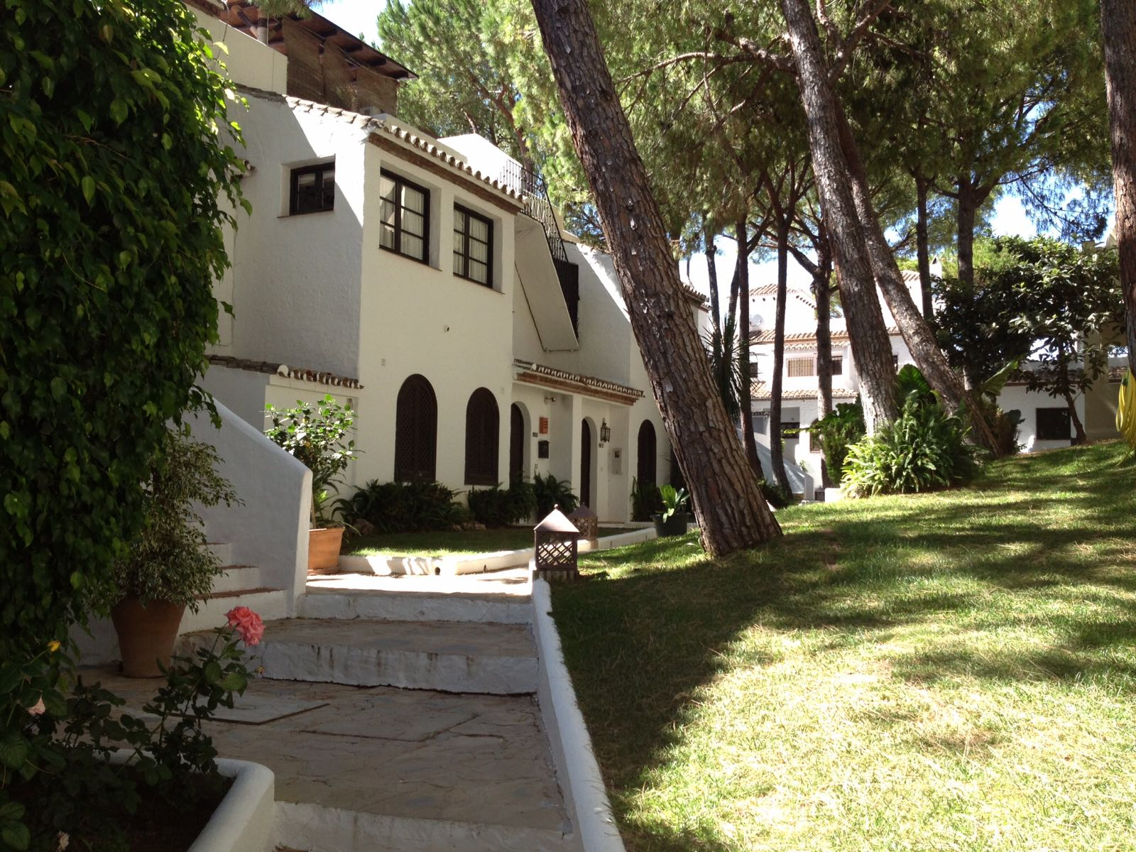 Lovely Large Semi Detached With Ample Private Garden and Roof Terrace 435.000€