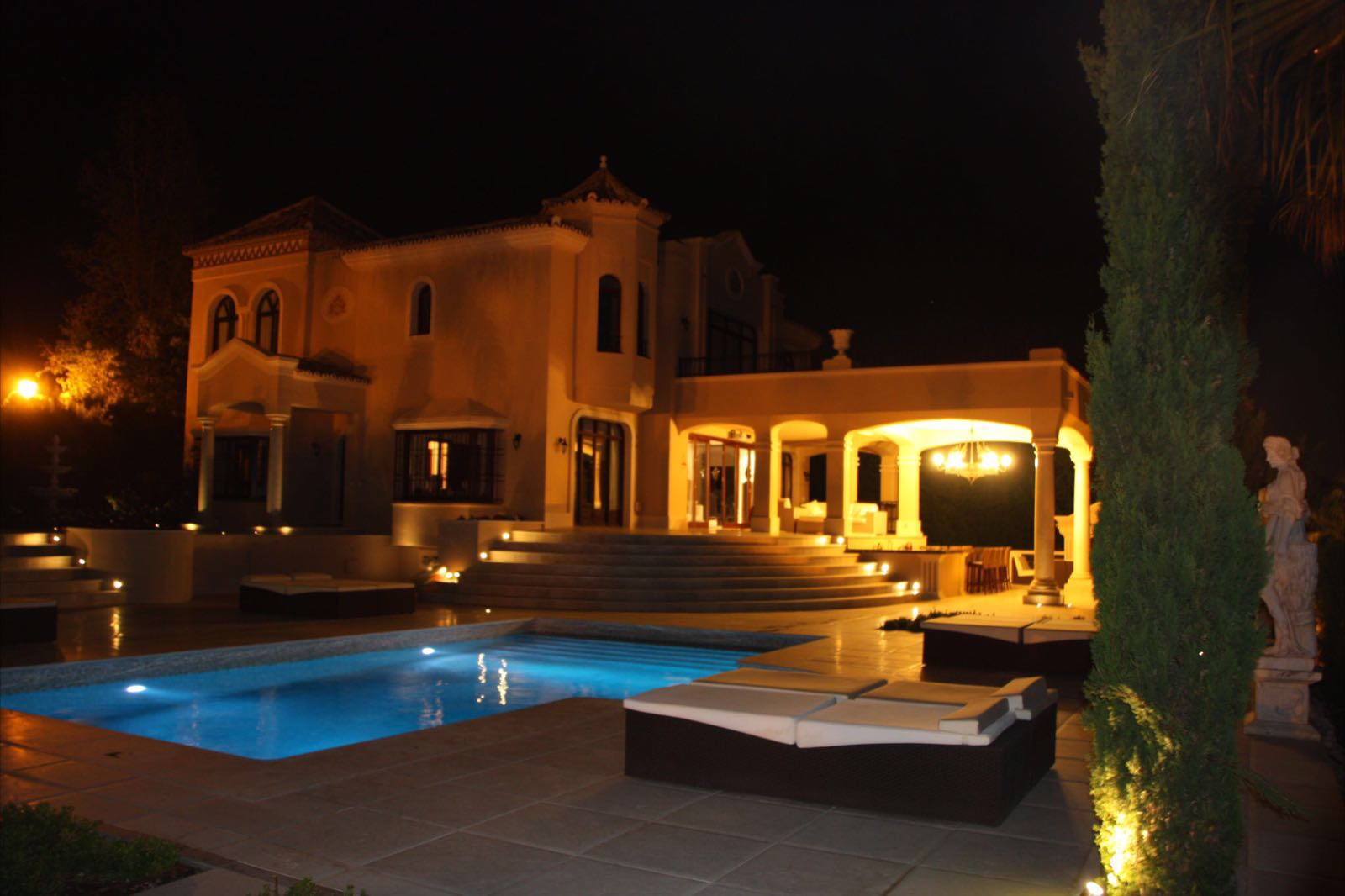 STYLISH MANSION AVAILABLE FOR SALE FOR 3.950.000€ & LONG OR SHORT TERM RENTAL
