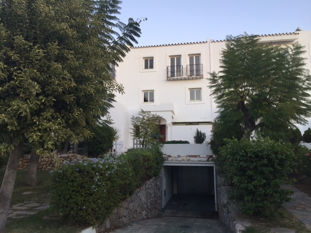 First Line Golf Town House Available for Long Term Rental 2.200€