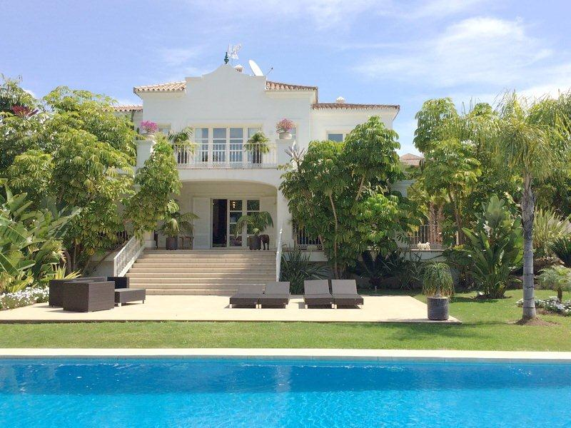 Lovely Villa situated on Large Plot in the Heart of Nueva Andalucia For Sale 1.900.000€