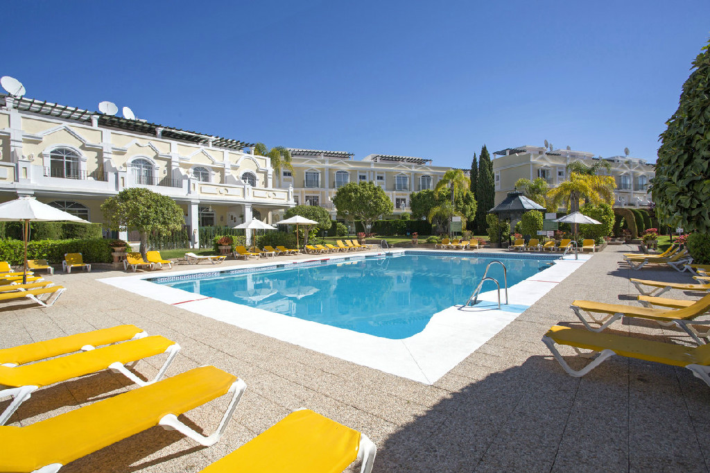 ALOHA GARDENS CUTE 2 BEDROOM GROUND FLOOR APARTMENT REDUCED FROM 310.000€ TO 299.500€ NOW 275.000€