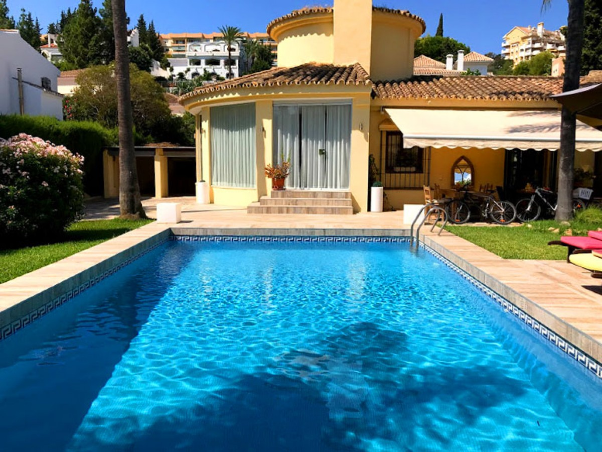 Luxurious Bungalow style villa walking distance to Banus Harbour REDUCED FROM 1.595.000€ TO 1.285.000€