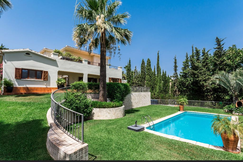 Beautiful Villa in the Heart of the Golf Valley available for Long Term Rent 3.800€ P.C.M