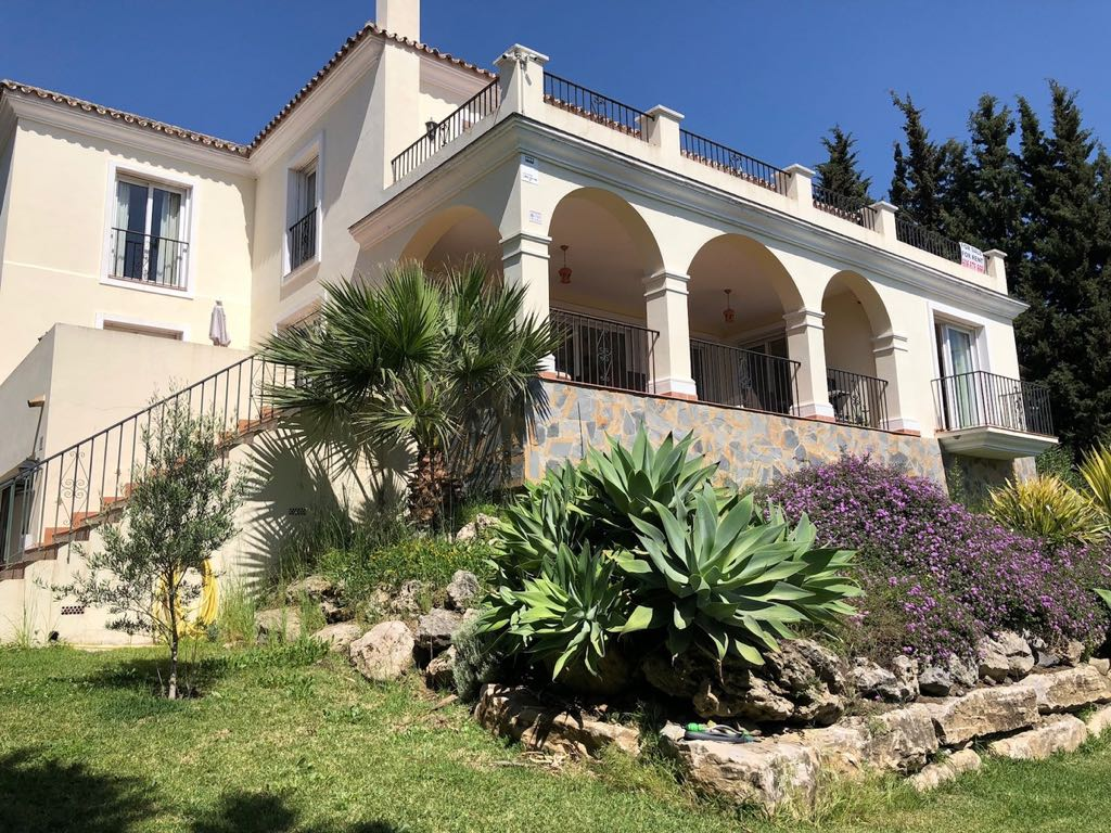 Large Villa on Elevated Plot For Sale For 2.000.000€ and Long Term Rent For 5.000€
