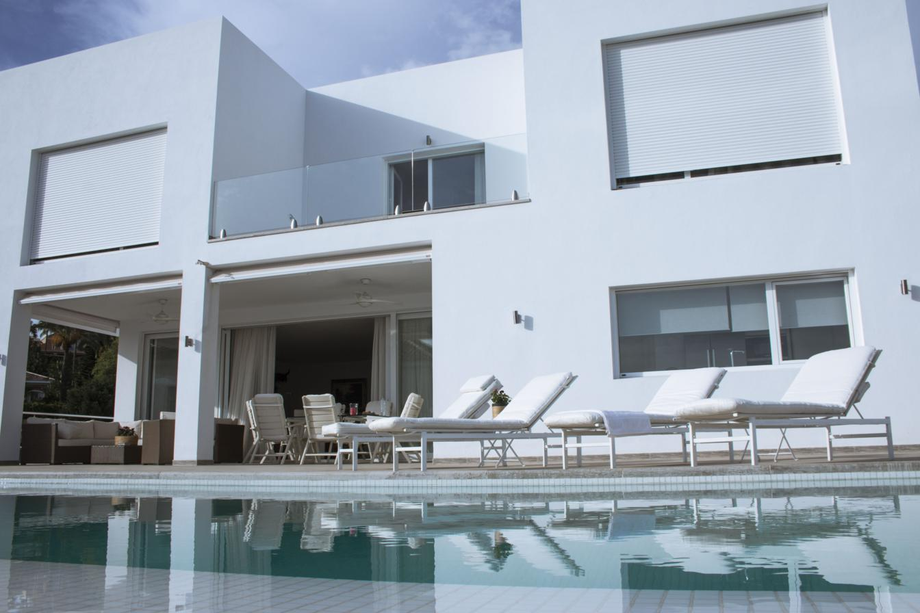 NEWLY BUILT MODERN VILLA SET IN THE HILLS OF LA QUINTA, STUNNING PANORAMIC VIEWS 1.925.000€