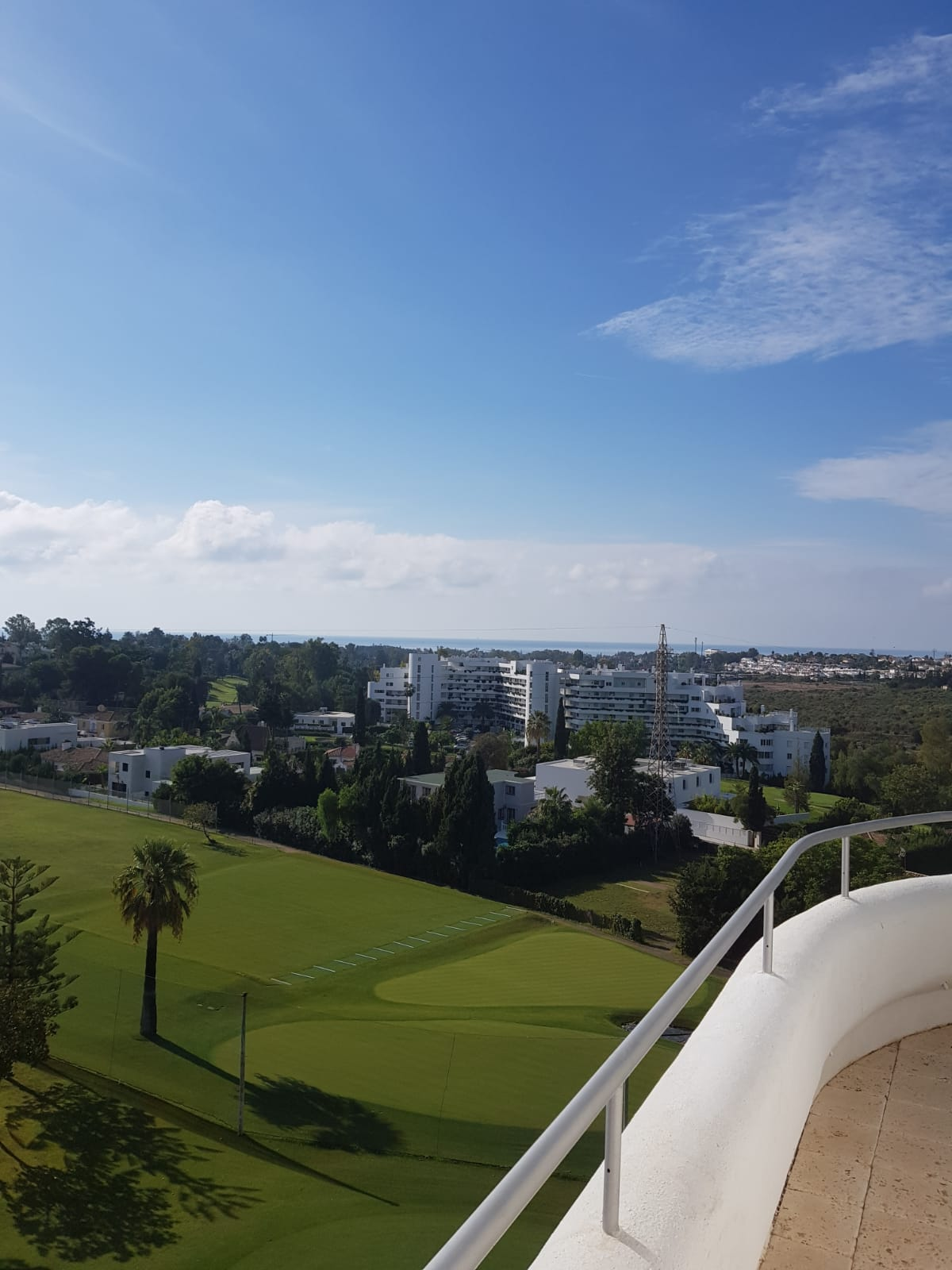 Penthouse with a Condors View First Line Golf Guadalmina Alta 695.000€