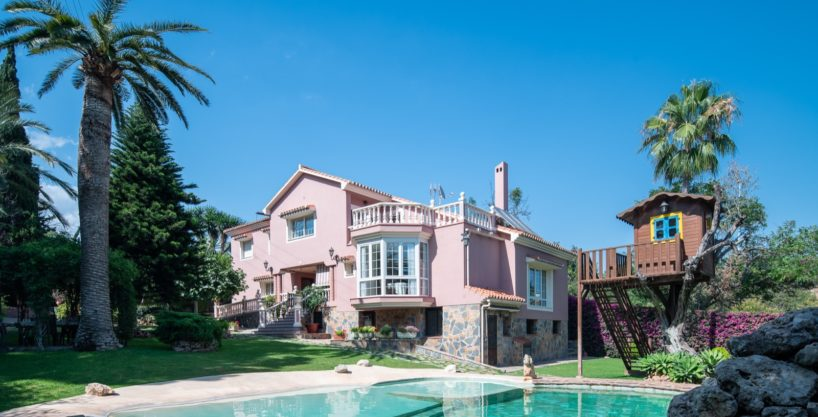 Beautiful Family Villa Within Walking distance of Marbella Centre and the Beach ONLY 995.000€