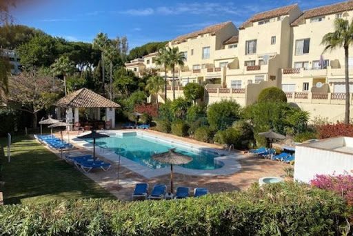 Lovely Bright 2 bedroom Apartment Near Aloha Golf Course Reduced to 260.000€.
